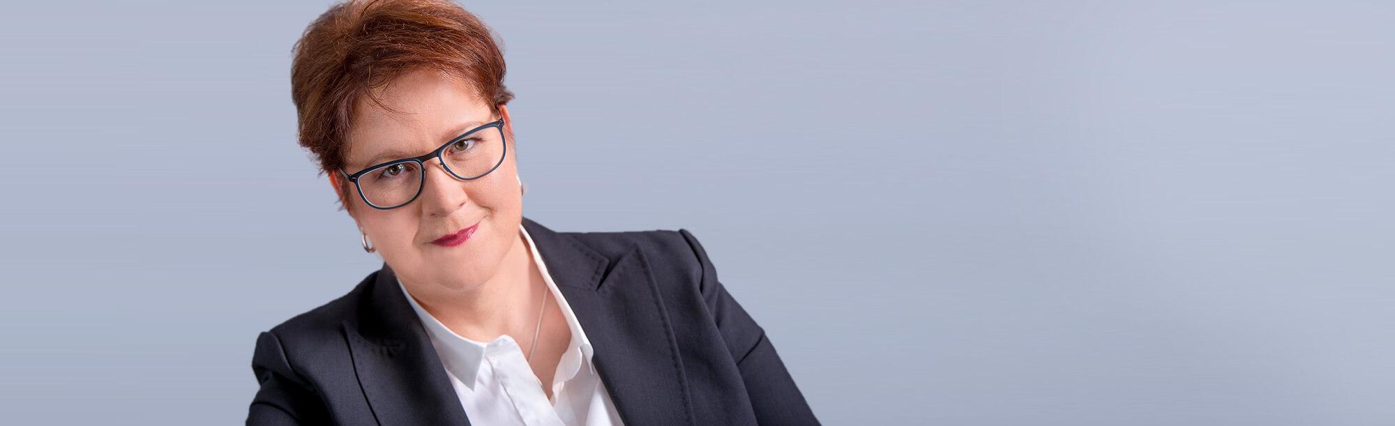 DR. DANIELA SCHAPER